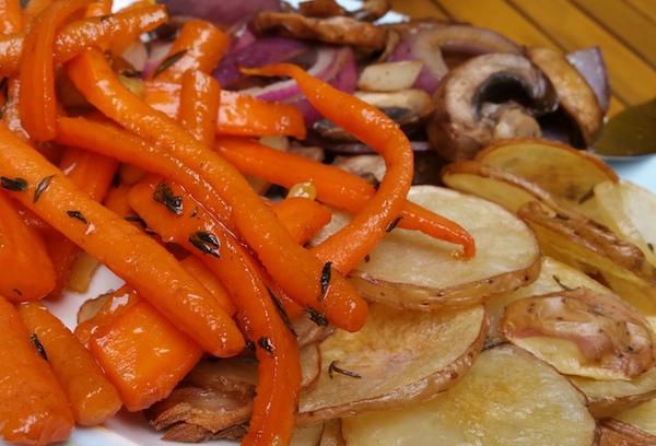 Geglaceerde wortel met honing en tijm